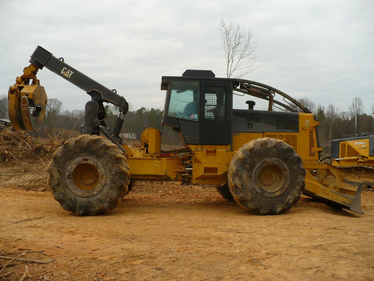 Equipment :: 545c Caterpillar Dual Arch Skidder :: Lanier